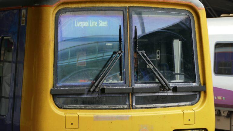 per Zug nach Liverpool